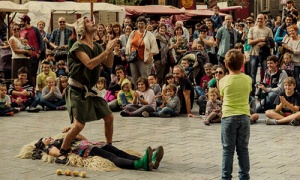 Las calles de Leioa se llenarán de propuestas artísticas de la mano de la 20ª edición de Umore Azoka